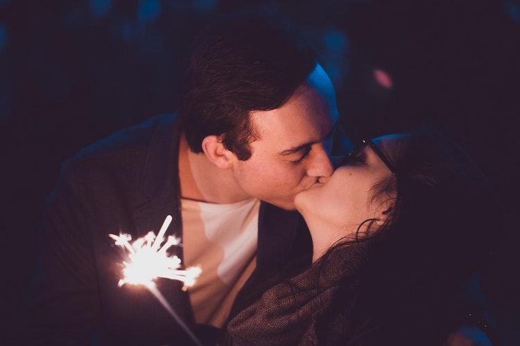 kissing magic review