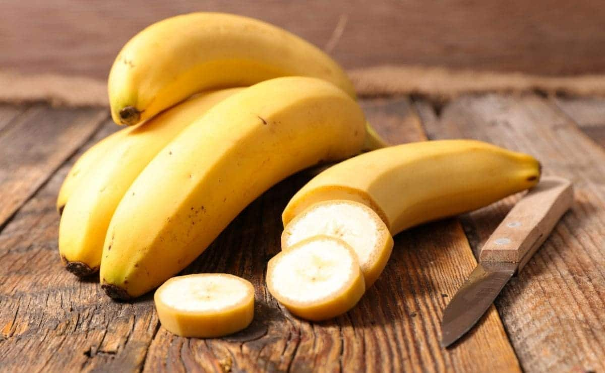 What happens to our body if we eat bananas on an empty stomach?